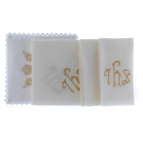 Conjunto de alfaia litúrgica linho bordado dourado motivo geométrico símbolo IHS 2