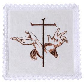 Bielizna kielichowa len ręce Jezusa ze stygmatami i krzyż s1