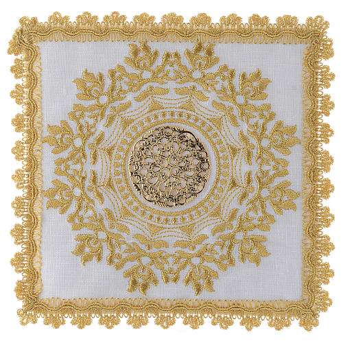 Linge autel avec décor doré en style gotique lin 1