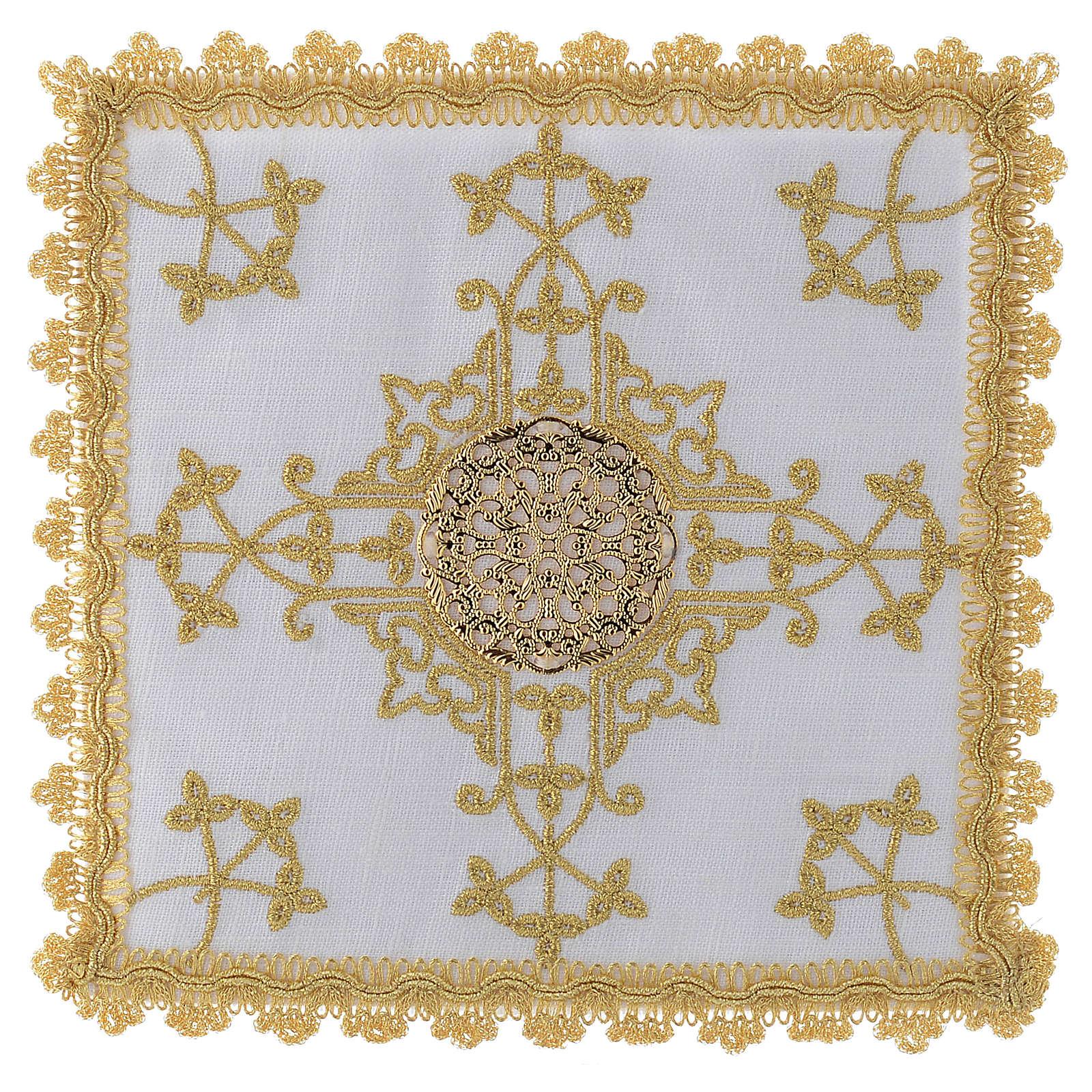 Conjunto de alfaias com cruz dourada em linho 4