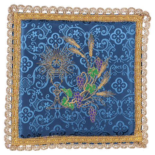 Chalice veil (pall) with chalice and grapes embroidery on blue damask fabric 1