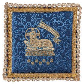 Pale pour calice agneau sur tissu damassé bleu s1