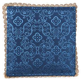 Pale pour calice agneau sur tissu damassé bleu s3