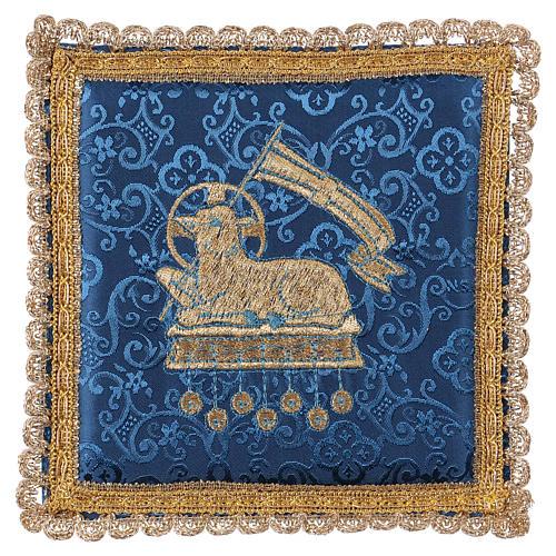 Pale pour calice agneau sur tissu damassé bleu 1
