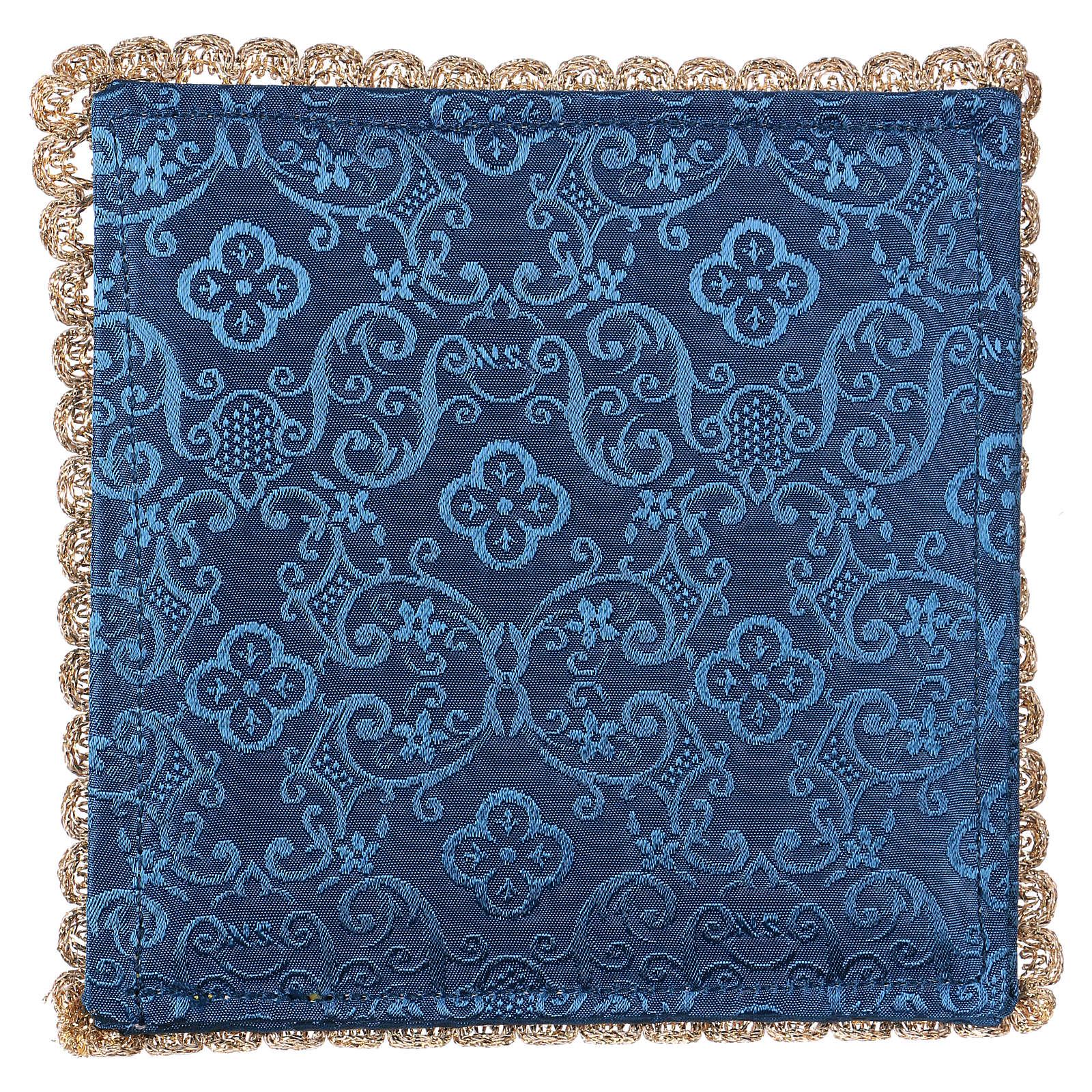Pala cordeiro sobre tecido adamascado azul escuro 4