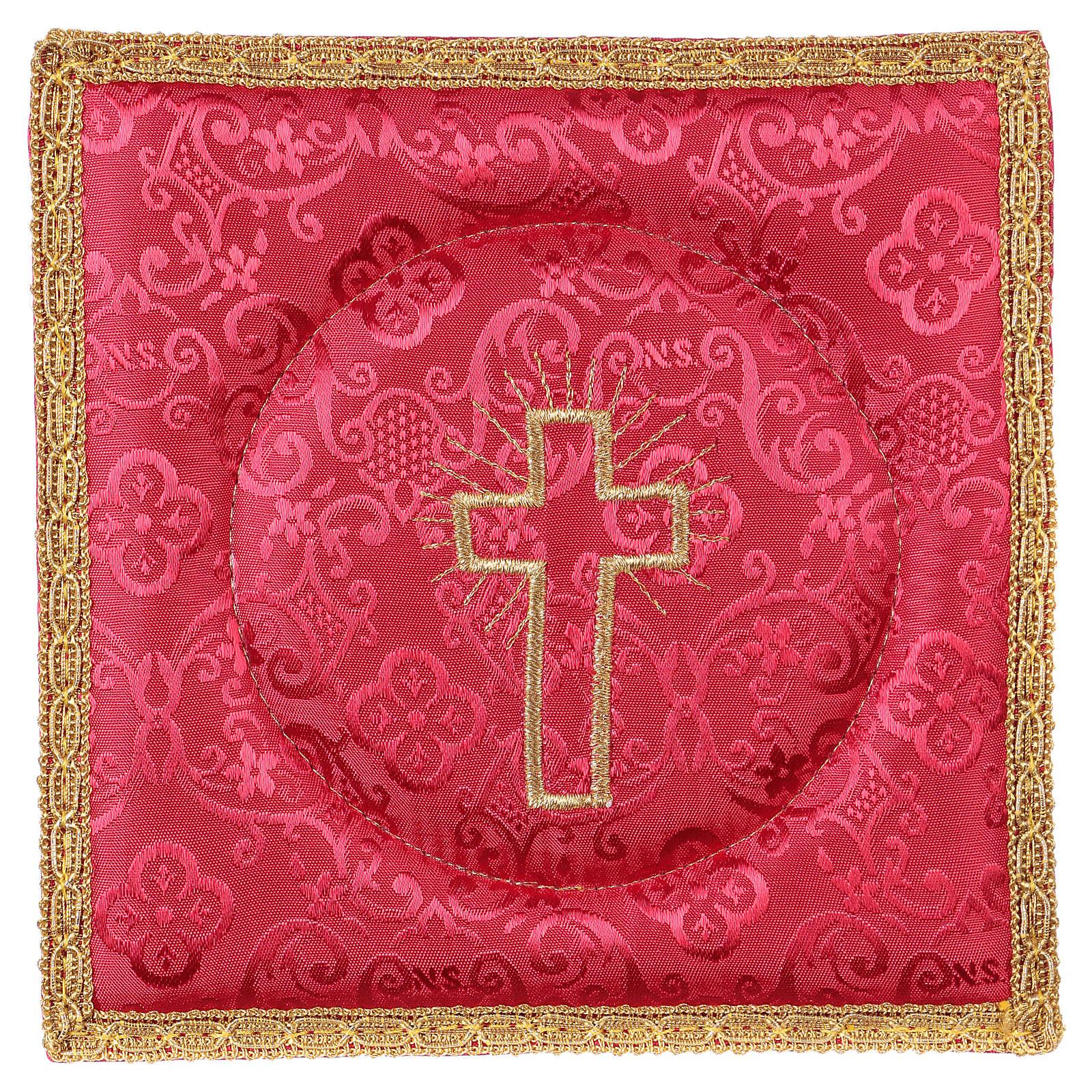 Cubre cáliz rígido cruz bordada en adamascado rojo 4