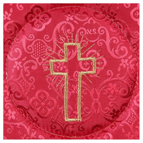 Cubre cáliz rígido cruz bordada en adamascado rojo 2