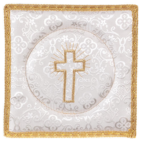 Chalice veil (pall) with cross embroidery on white damask fabric 1