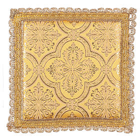 Pale pour calice motif croix sur tissu brocart jaune s1