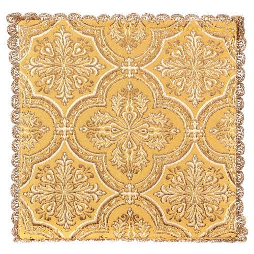 Pale pour calice motif croix sur tissu brocart jaune 2