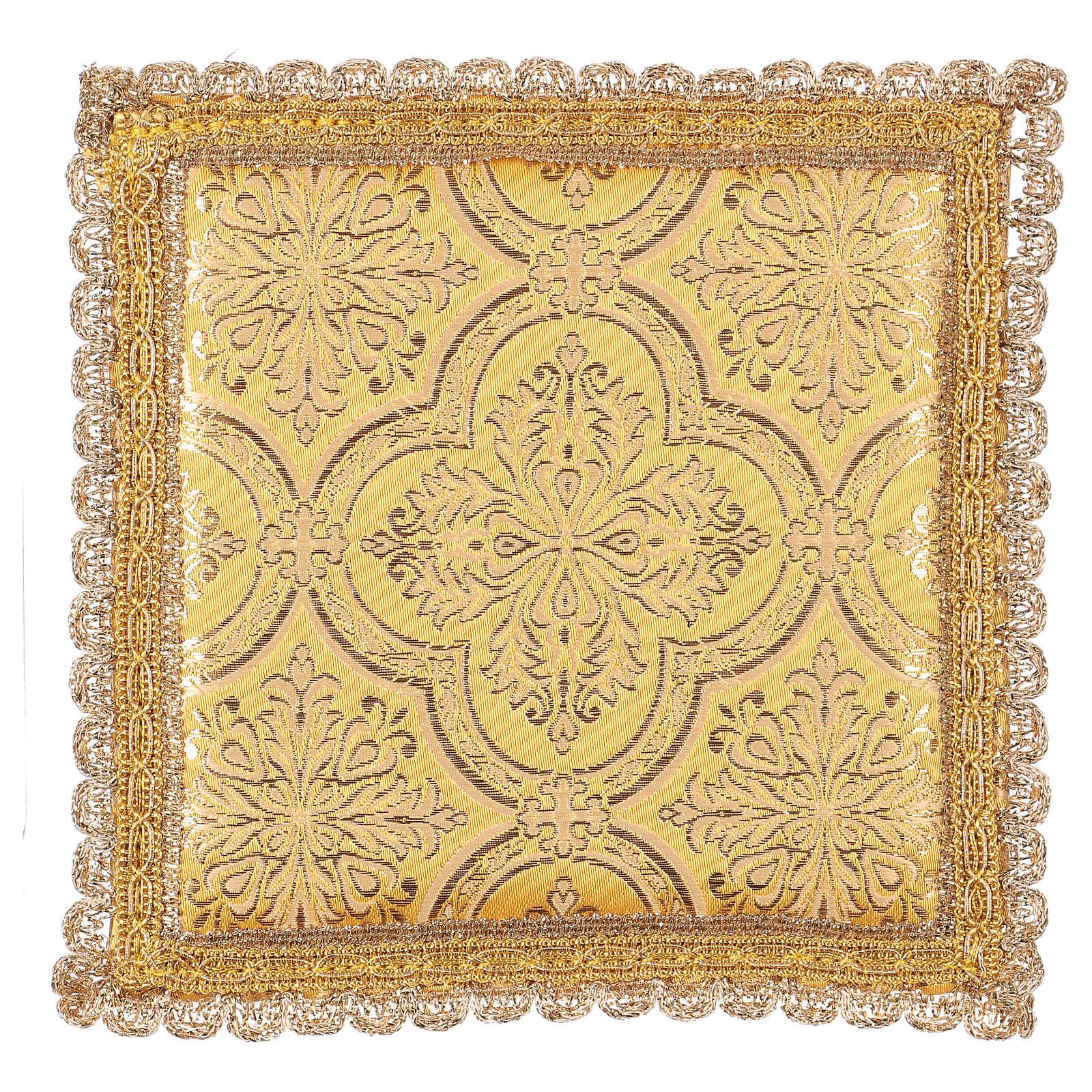 Palla copricalice motivo croce su tessuto broccato giallo 4