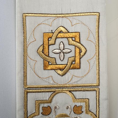Stuła haftowana złote kwadraty szantung 2