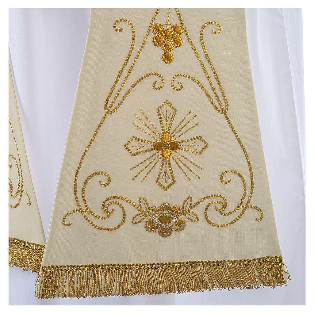 Étole blanche broderies en style ancien laine 4