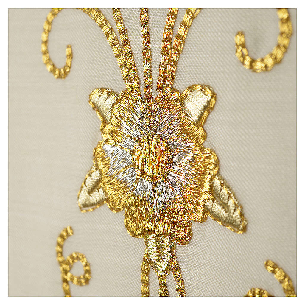 Stola bianca ricamo oro antico pura lana 4