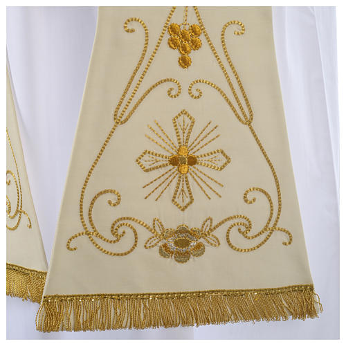 Stola bianca ricamo oro antico pura lana 2