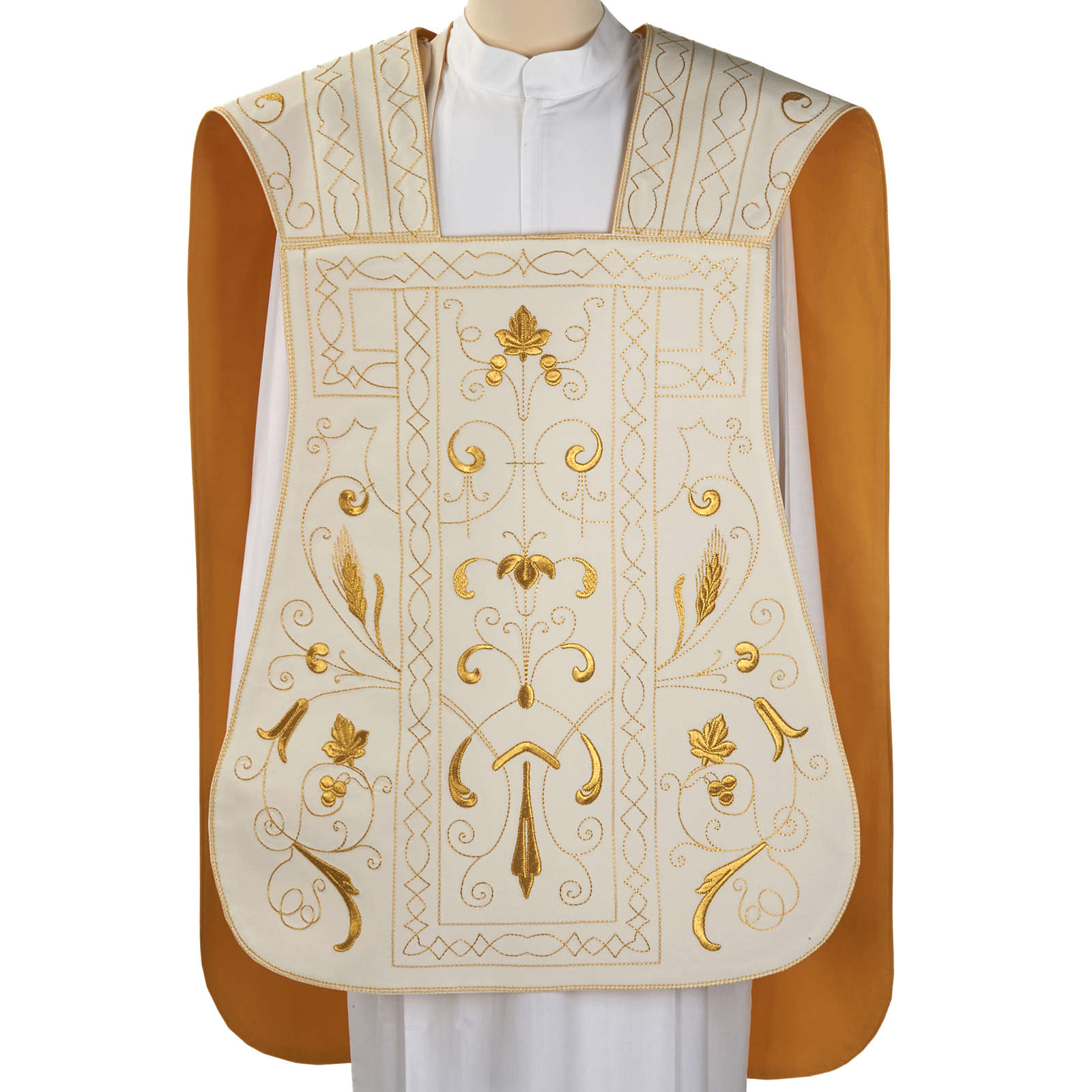 Roman chasuble with golden embroidery 4
