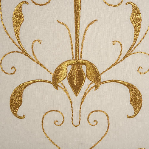 Roman chasuble with golden embroidery 7