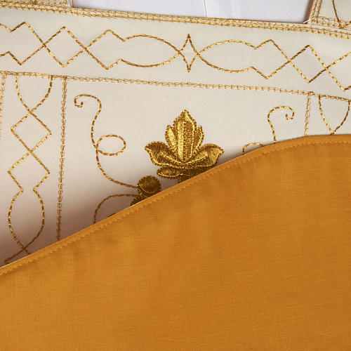 Roman chasuble with golden embroidery 8