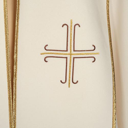 Chape liturgique blanche avec croix stylisées 2