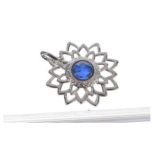 Broche sobrepelliz plateado con piedra azul 2