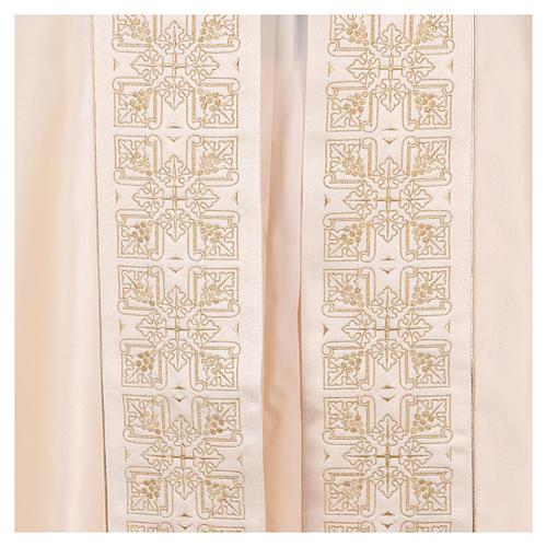Capa pluvial 80% poliéster blanca nata bordados dorados 4