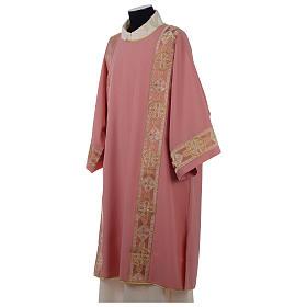 Dalmatique rose bande centrale appliquée avant tissu Vatican polyester s3