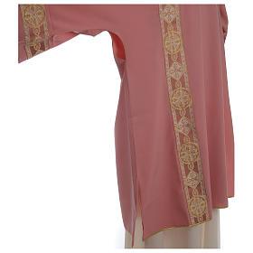 Dalmatique rose bande centrale appliquée avant tissu Vatican polyester s5