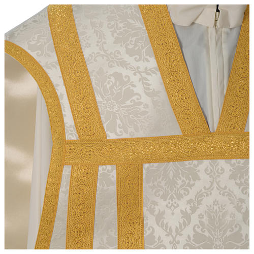 Roman chasuble in damask fabric with satin lining and golden braided edges 2