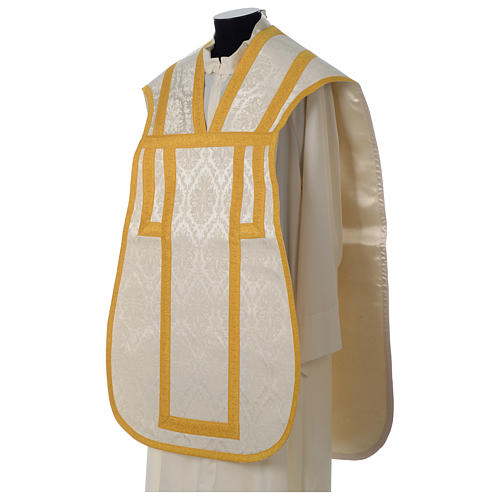 Roman chasuble in damask fabric with satin lining and golden braided edges 3