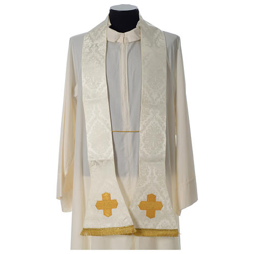 Roman chasuble in damask fabric with satin lining and golden braided edges 6