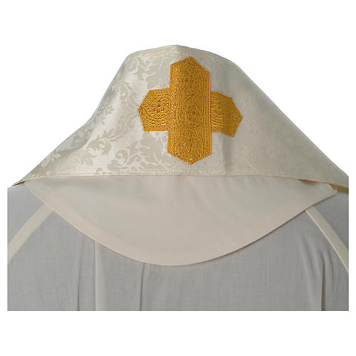 Roman chasuble in damask fabric with satin lining and golden braided edges 8
