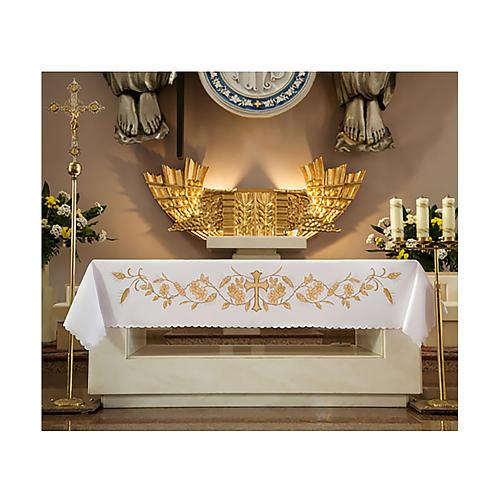 Mantel de altar 165x300 cm detalles bordados dorados flores y cruz central 1