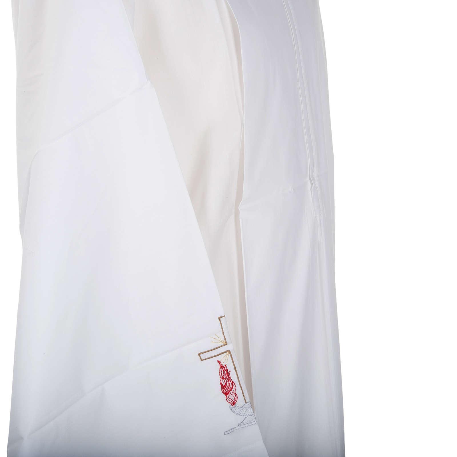 Camice bianco lana croce e lampada 4