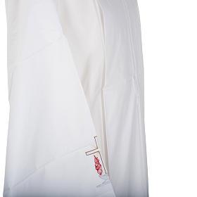 Camice bianco lana croce e lampada s5