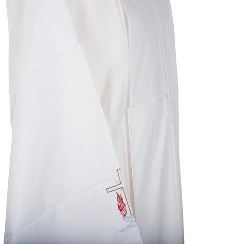 Camice bianco lana croce e lampada 5