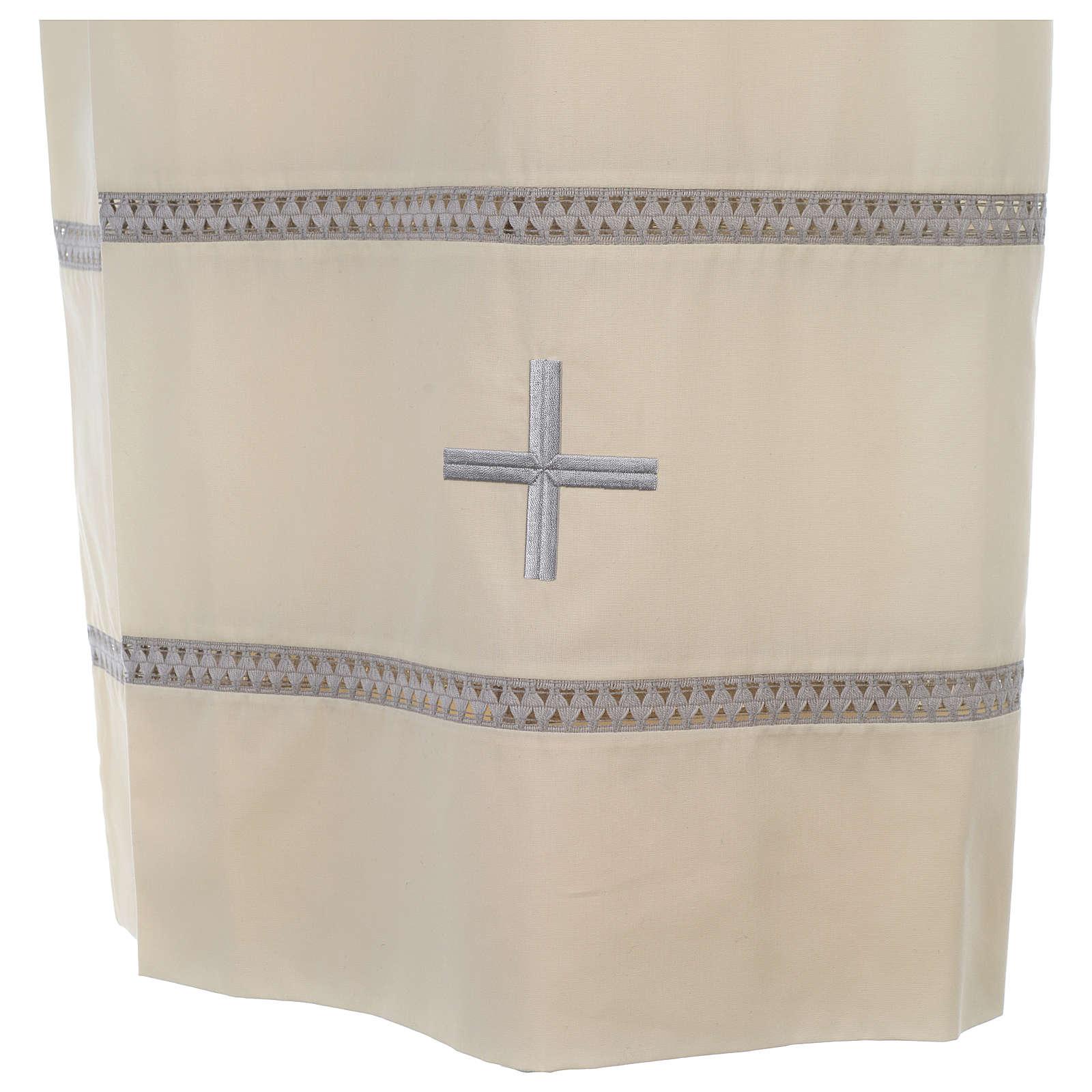 Aube avec croix et jours brodés 4