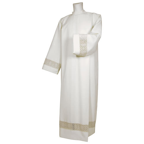 White alb 65% polyester 35% cotton with decoration on the sleeve and lace and crochet partition with zip on the front 1