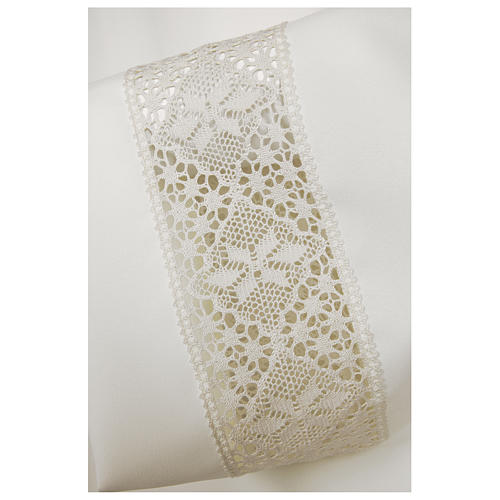 White alb 65% polyester 35% cotton with decoration on the sleeve and lace and crochet partition with zip on the front 2