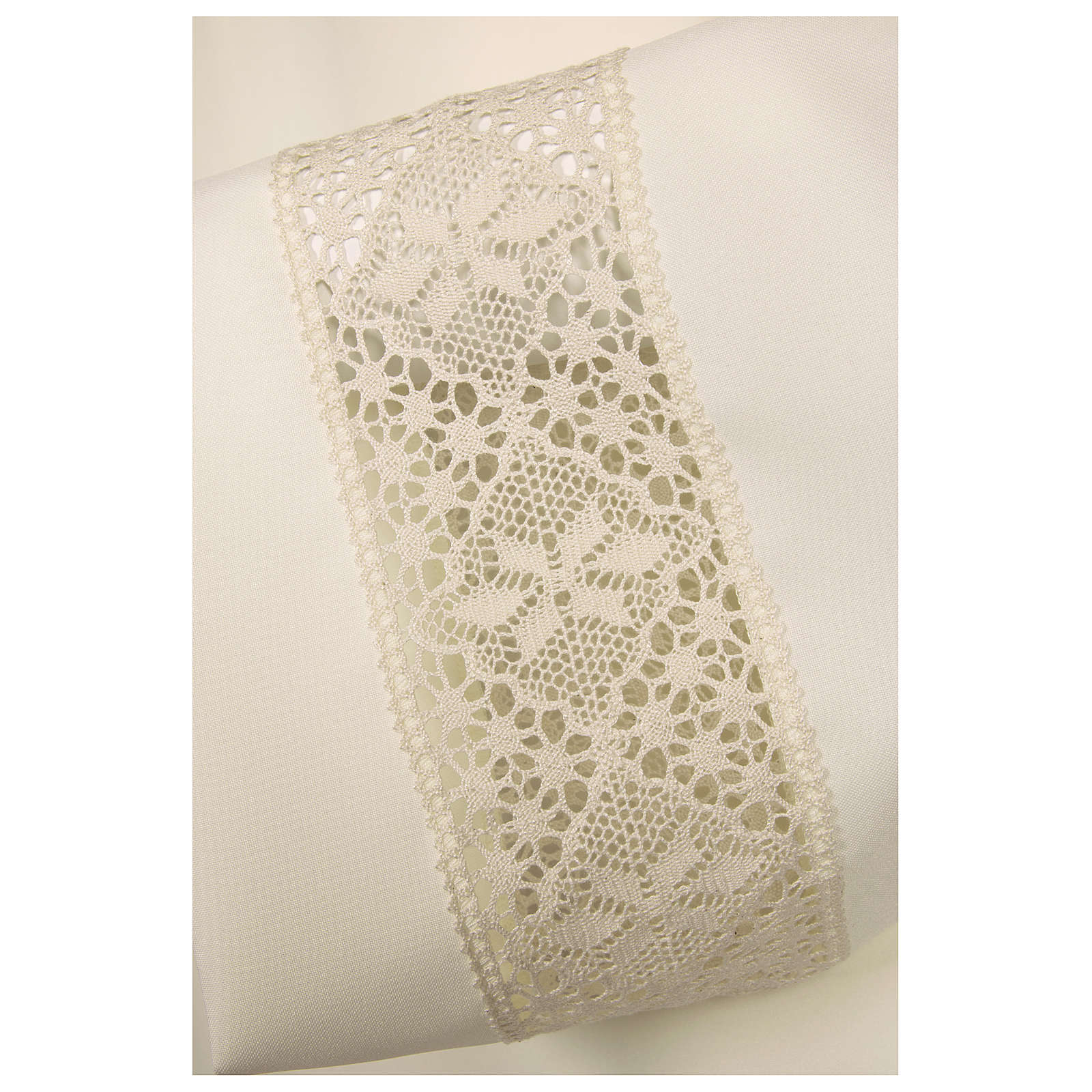 Ivory alb 100% polyester with decoration on the sleeve and lace and crochet partition with zip on the front 4