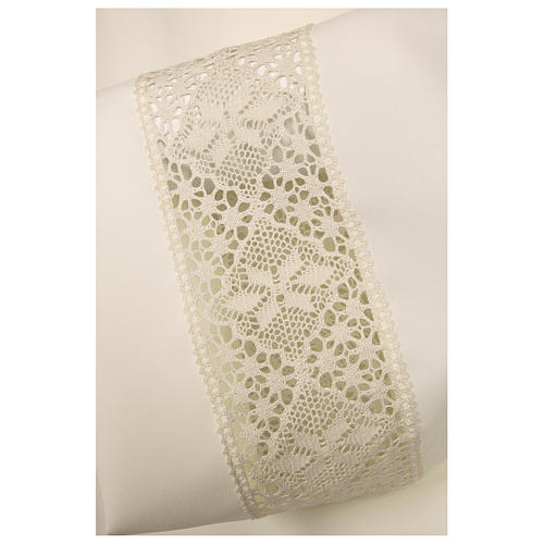 Ivory alb 100% polyester with decoration on the sleeve and lace and crochet partition with zip on the front 2