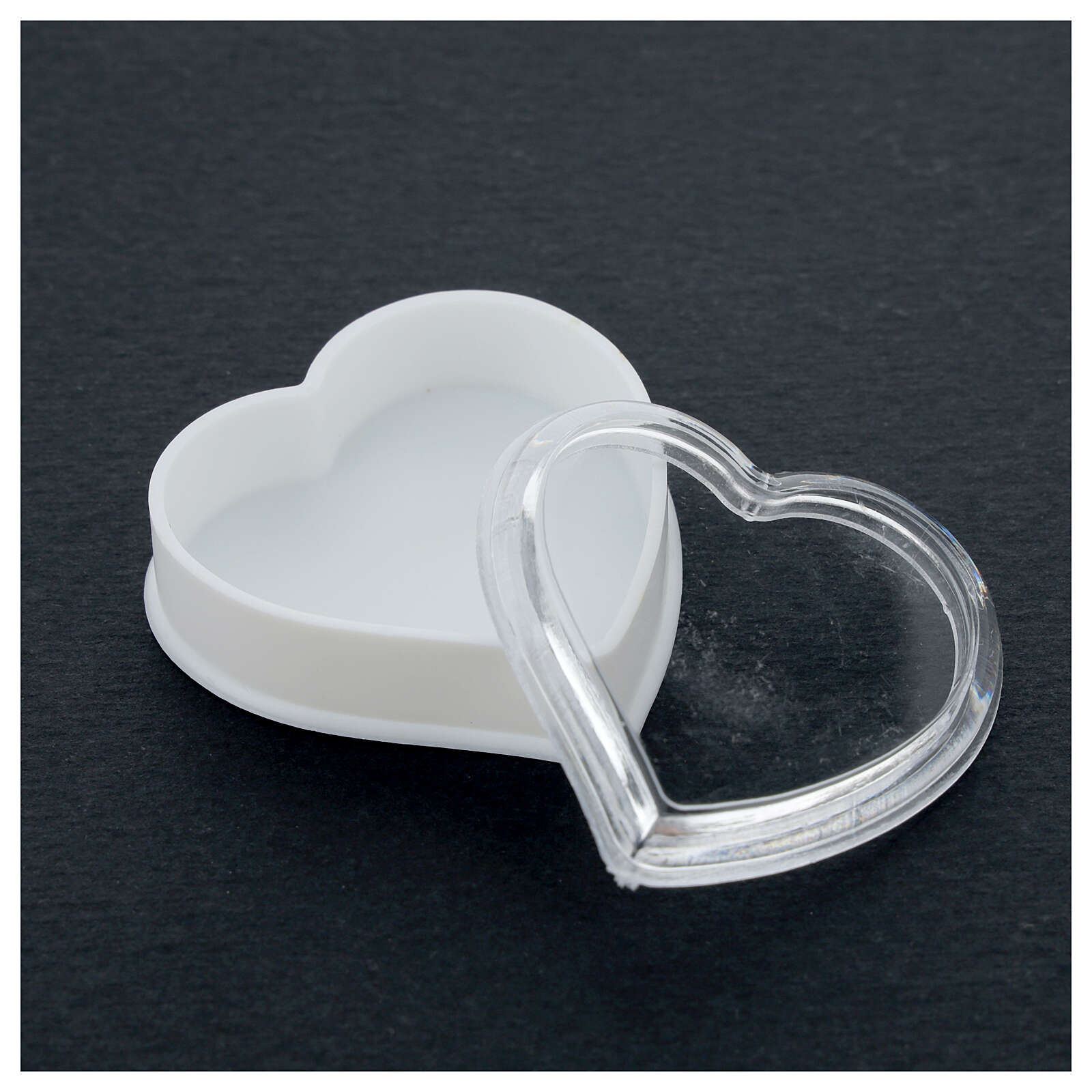 Heart rosary holder with white bottom and 4 mm beads 4