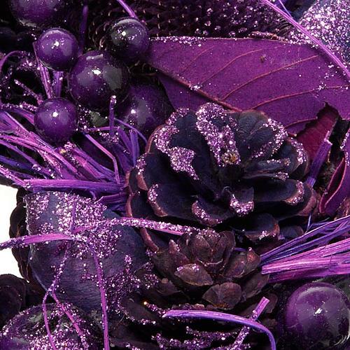 Corona natalizia pigne e bacche viola addobbo Natale 2