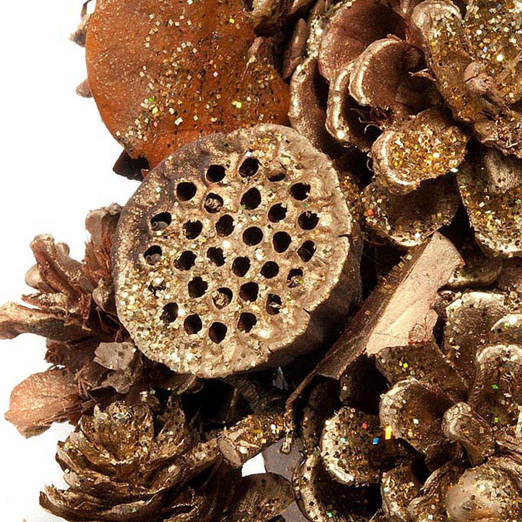 Corona natalizia dorata pigne bacche fior di loto 3