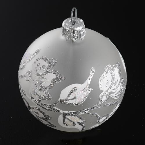 Boule de Noel fleurs argentées 6 cm 2