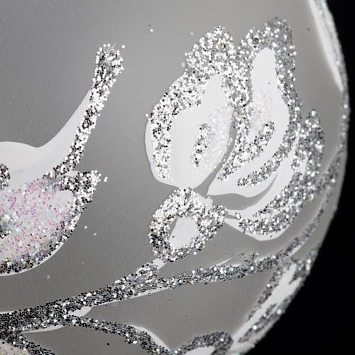 Boule de Noel fleurs argentées 6 cm 3