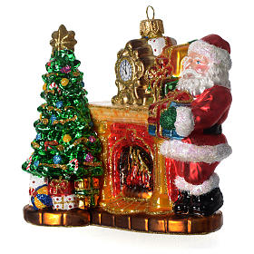 Santa Claus and fireplace, Christmas tree decoration in blown glass s2