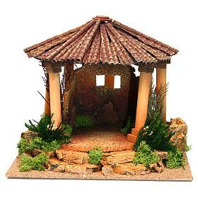 Temple romain avec toit rond milieu crèche Noel s1