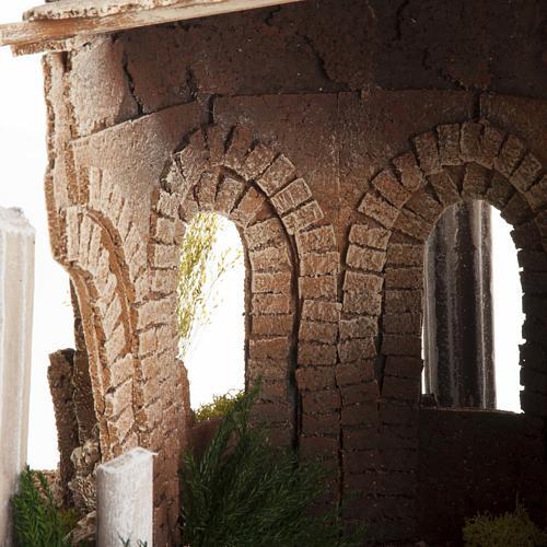Temple romain avec colonnes et petite maison pour crèche 7