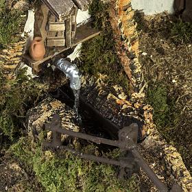 Cabane crèche Noel style chalet avec fontaine 56x48x38cm s2