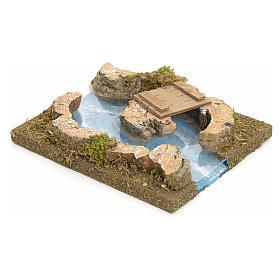 Rivière avec îlot et petit pont pour crèche s2
